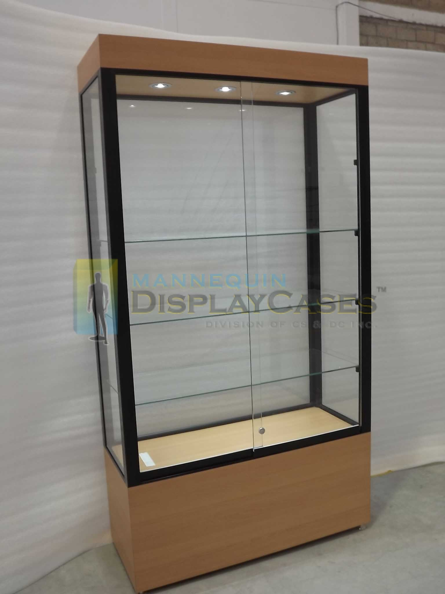 Large free standing glass showcases mannequindisplaycases for Picture wall display